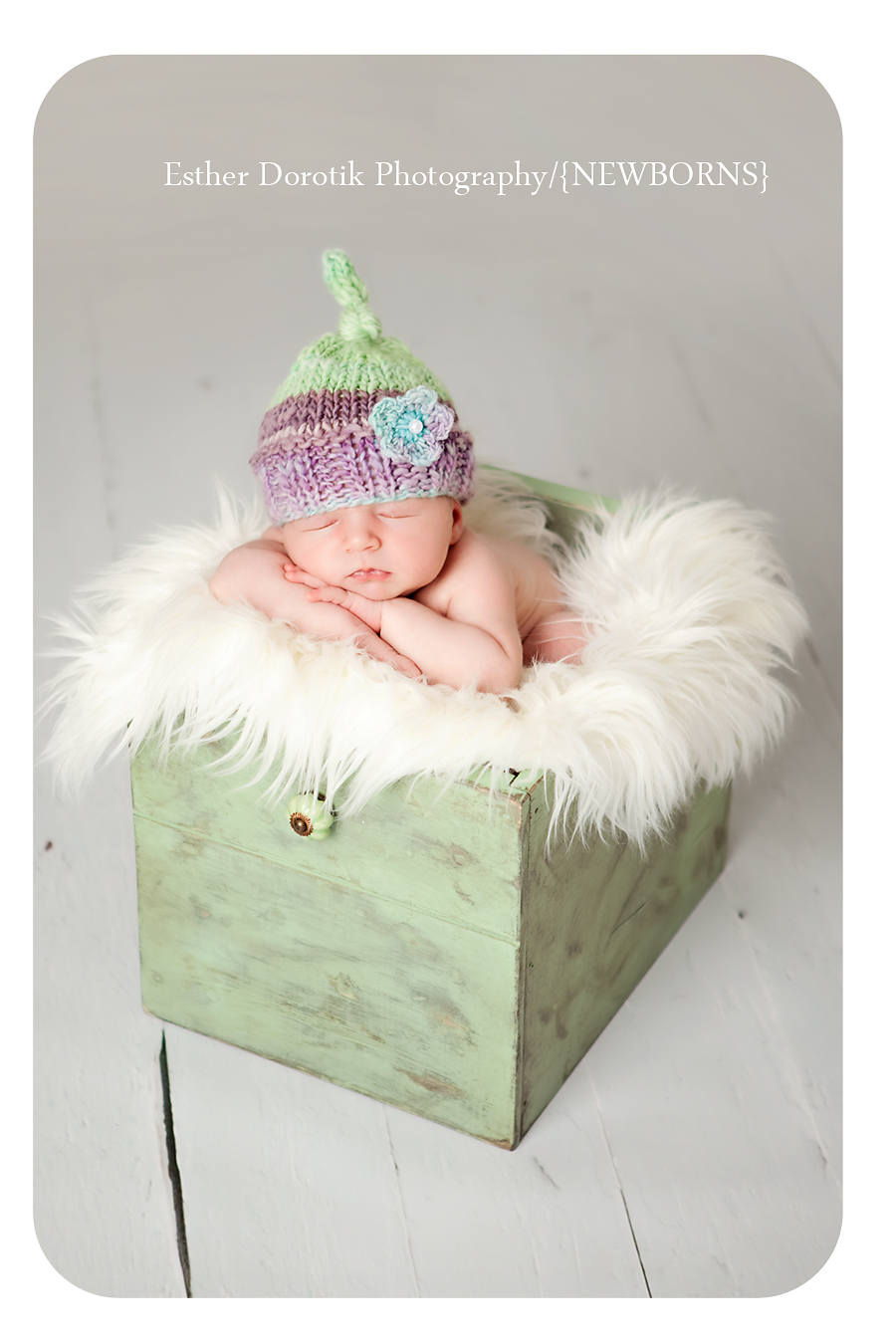 photograph-of-newborn-baby-with-hat-in-a-box-and-fur