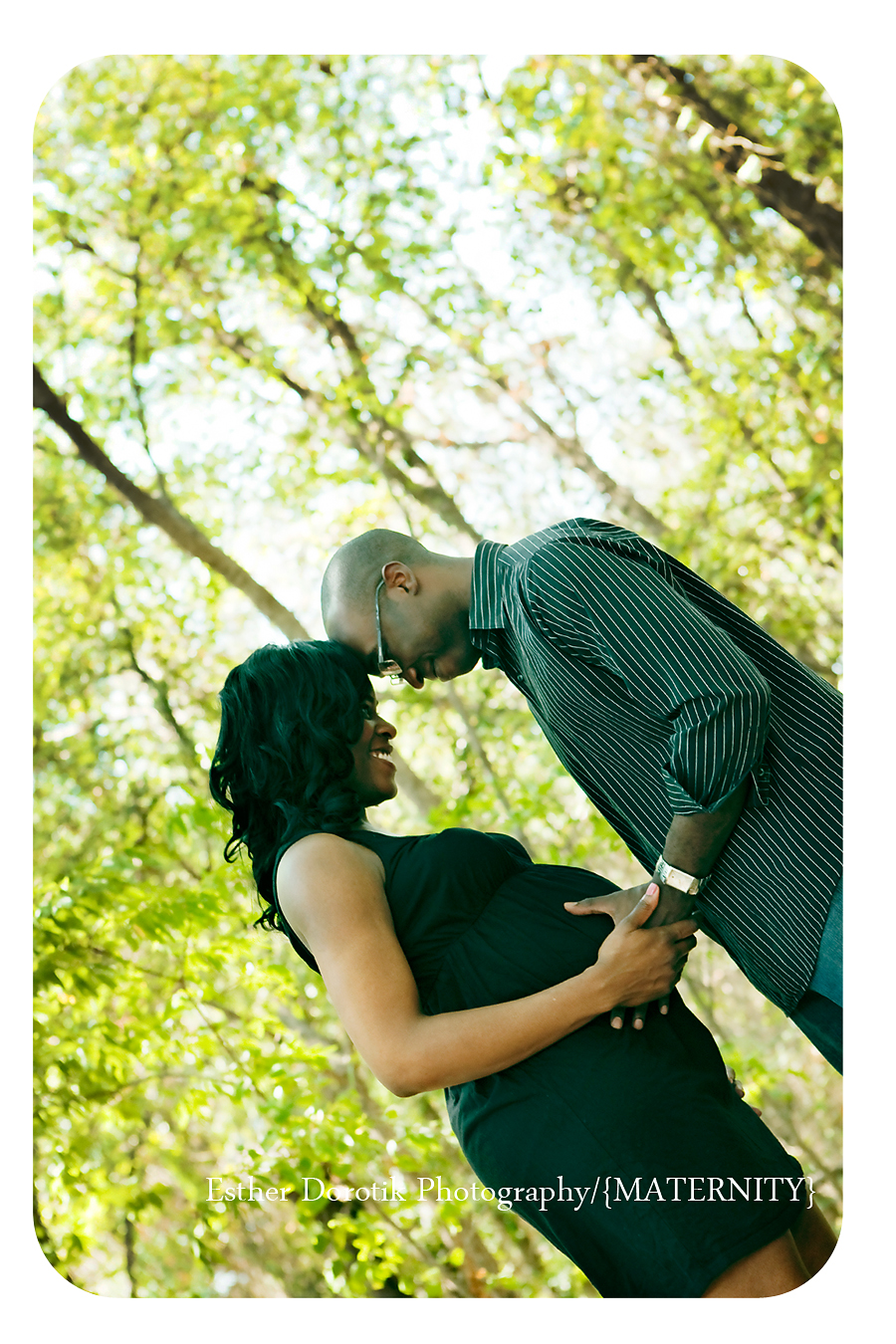outdoor-dallas-portrait-of-expecting-couple-in-tree-area