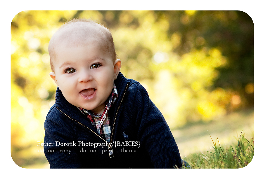 dallas-photograph-of-6-month-boy-smiling-in-field