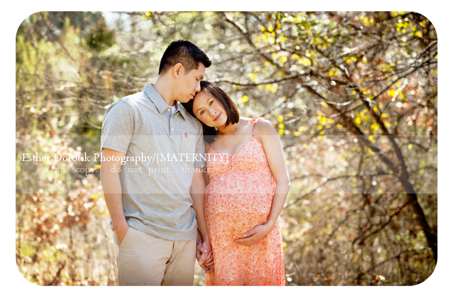Dallas-maternity photographer-captures-couple-maternity-in-outdoor-creek