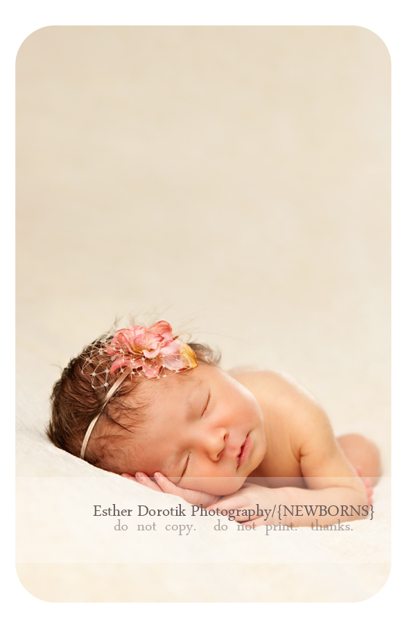 best-Dallas-newborn-photography-with-headband-and-cream-blanket