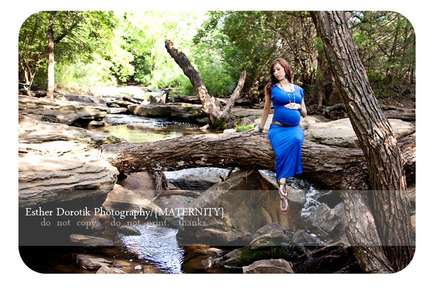 pregnancy-photographer-taken-outside-sitting-on-tree-branch-in-creek