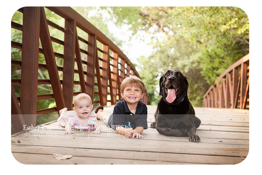 outdoor-family-photography-session-with-dog-taken-by-Dallas-photographer