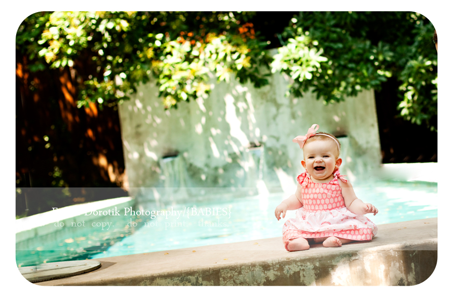 6-month-baby-girl-photo-session-in-front-of-infinity-pool-by-Dallas-photographer