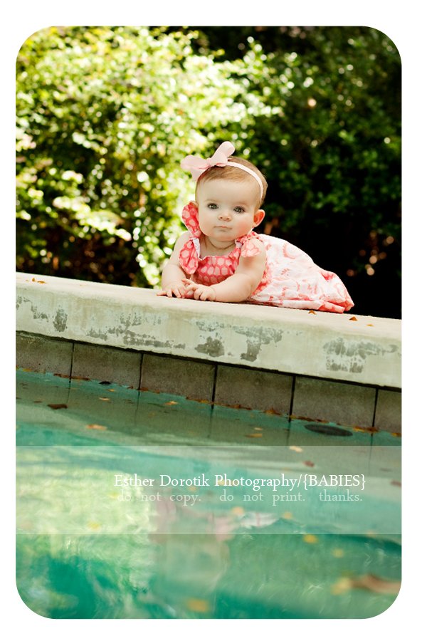 baby-photography-session-in-historical-Dallas-on-unique-infinity-pool