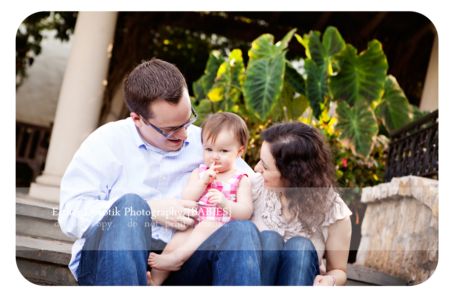 one-year-old-baby-with-parents-at-Dallas-Arboretum