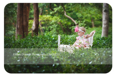baby-girl-sitting-on-white-bed-in-ivy-at-Prather-Park-near-SMU college-by-Dallas-Photograper