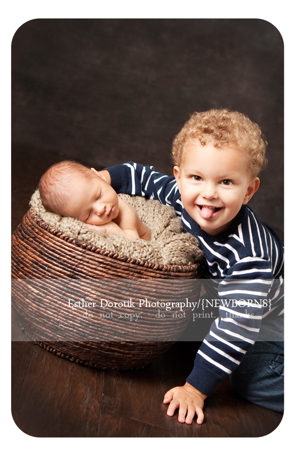 fun-sibling-photography-with-newborn-baby-and-2-year-old-taken-by-Dallas-photographer