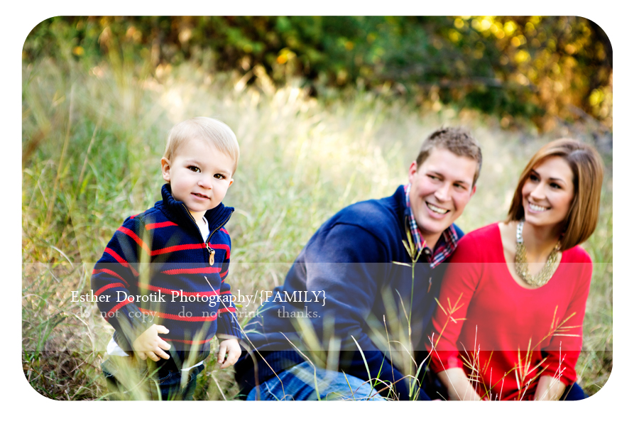 fun-colorful-outdoor-session-with-family-in-field-by-Frisco-family-photographer