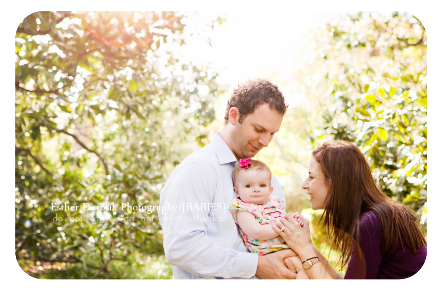 family-photographer-captures-sun-flare-with-parents-and-baby