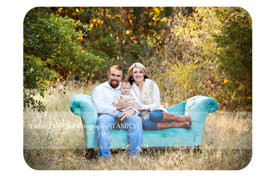 photographer-captures-family-in-field-with-teal-couch-in-tall-grass