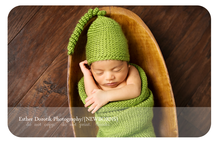 pea-in-a-pod-newborn-knit-set-on-newborn-baby-photographed-by-Dallas-child-photographer