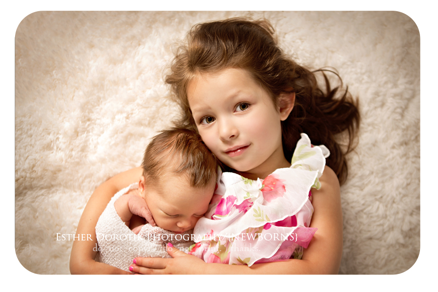 newborn-sibling-picture-by-Plano-newborn-and-child-photographer