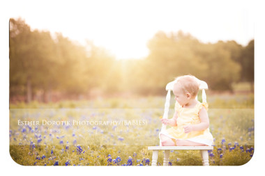 bright-outdoor-photo-session-with-one-year-old-little-girl-using-sunflare-by-dallas-baby-photographer