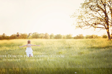 child-running-through-yellow-flower-field-at-sunset-by-Dallas-Frisco-children-photographer