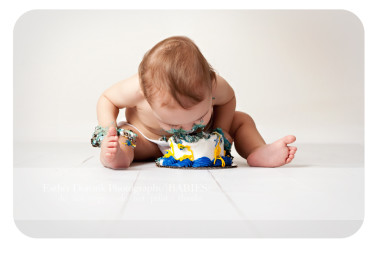 one-year-old-boy-eating-cake-smash-by-Denton-baby-photographer