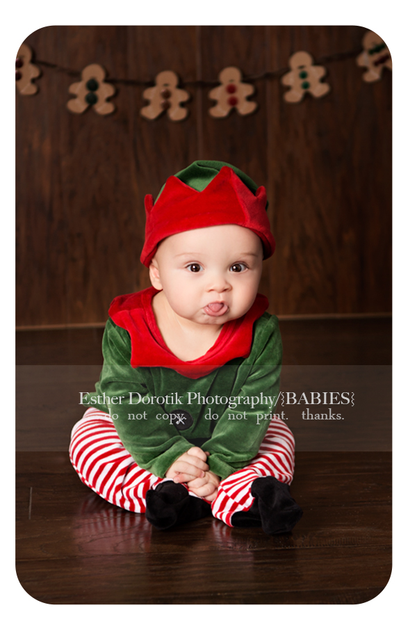 picture-of-6-month-old-baby-dressed-in-elf-outfit-taken-Dallas-baby-photographer