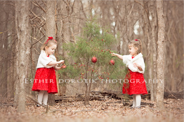 Christmas-pictures-of-twin-girls-decorating-tree-in-forest-by-DFW-child-photographer