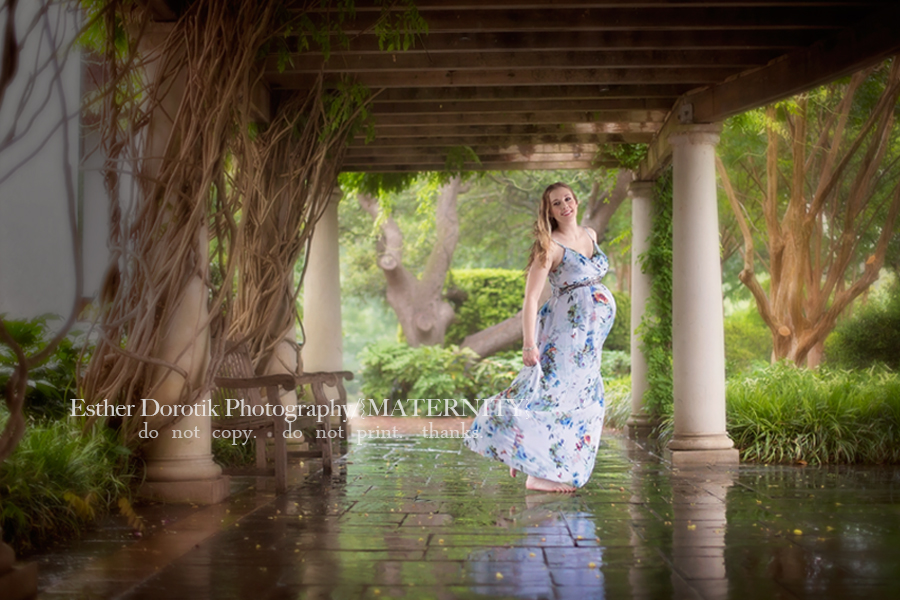 picture-of-expecting-mom-dancing-in-the-rain-by-Dallas-maternity-photographer