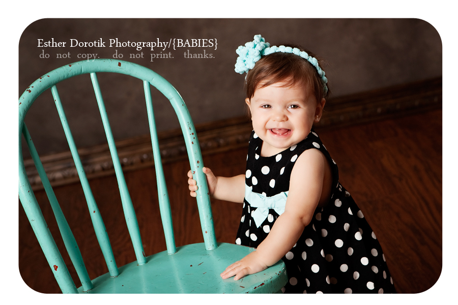 baby-girl-in-black-and-white-dress-with-headband-by-dallas-photographer