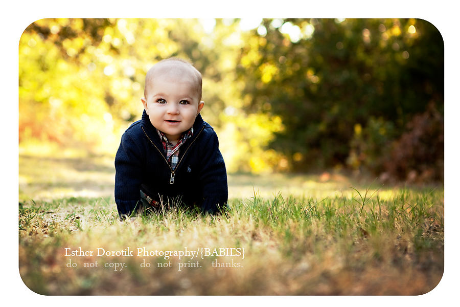 beautiful-photograph-of-6-month-old-boy-in-dallas-fort-worth-park-laying-in-grass