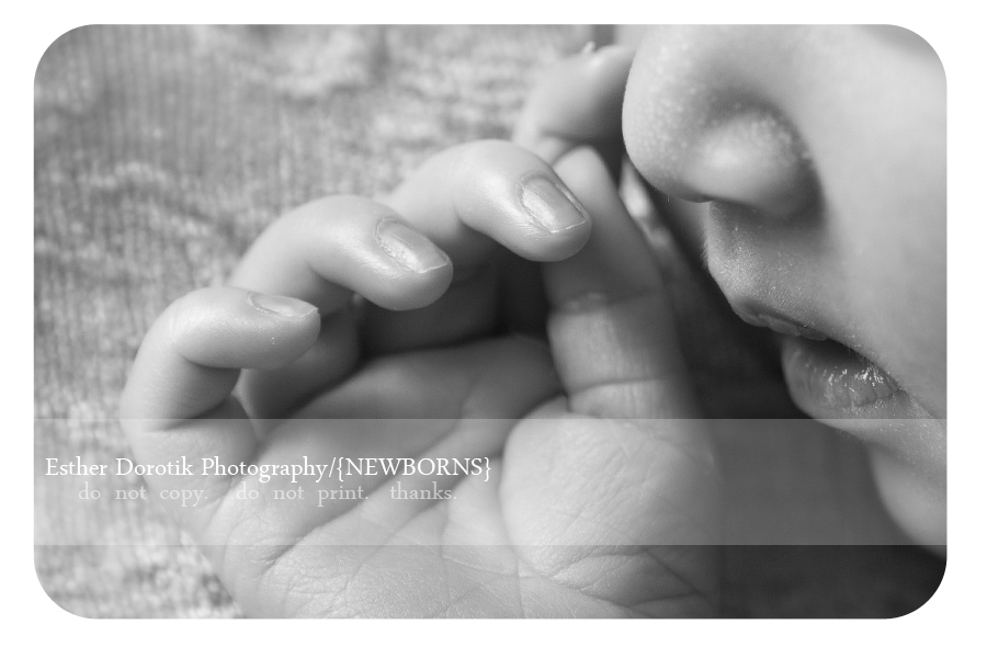 close-up-picture-of-newborn-baby-hand-and-mouth