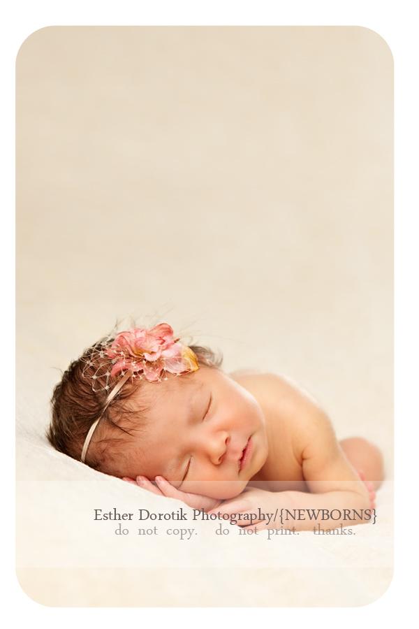 best-Dallas-newborn-photography-with-headband-and-cream-blanket