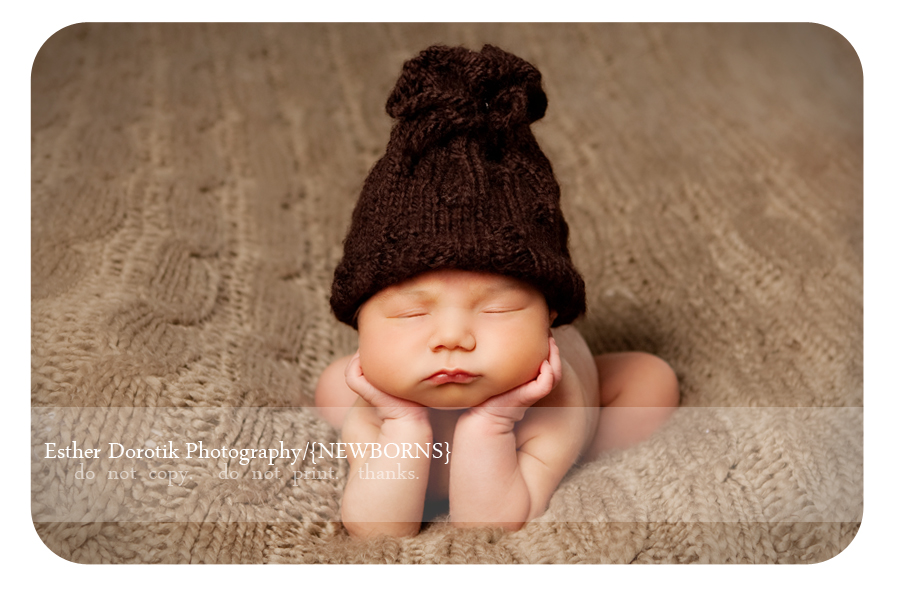 newborn-posing-of-baby-with-hands-under-chin