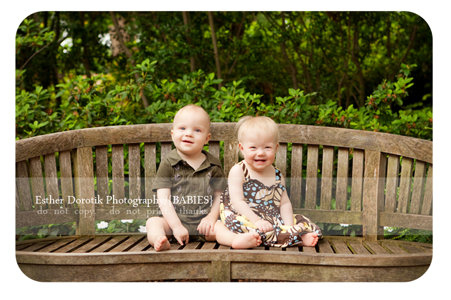 twin-one-year-old-photography-taken-at-Dallas-Arboretum