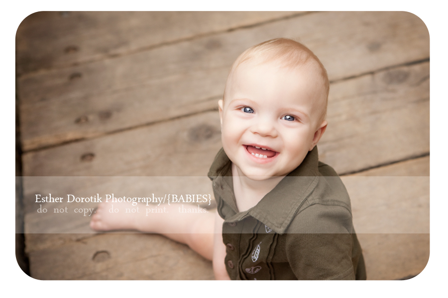 one-year-old-boy-at-the-Arboretum-photographed-by-Dallas-photographer