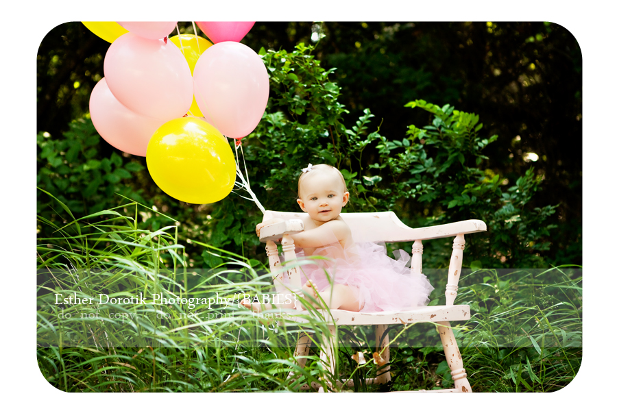 one-year-old-girl-outdoor-with-balloons-photographed-by-Dallas-photographer