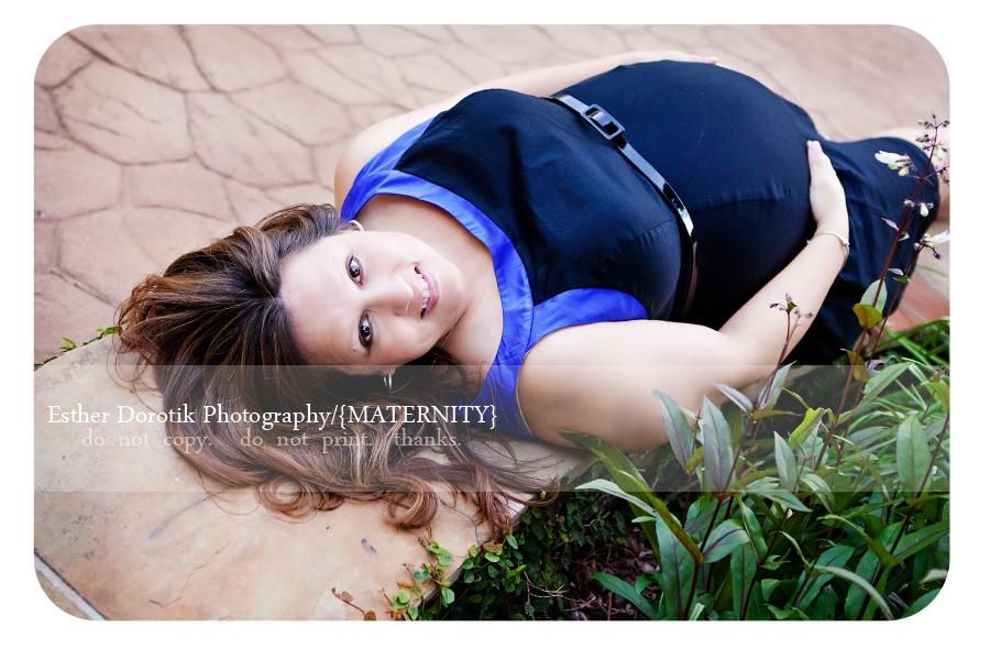 DFW-pregnancy-photographer-taken-outdoor-at-Grapevine-Botanical-Garden