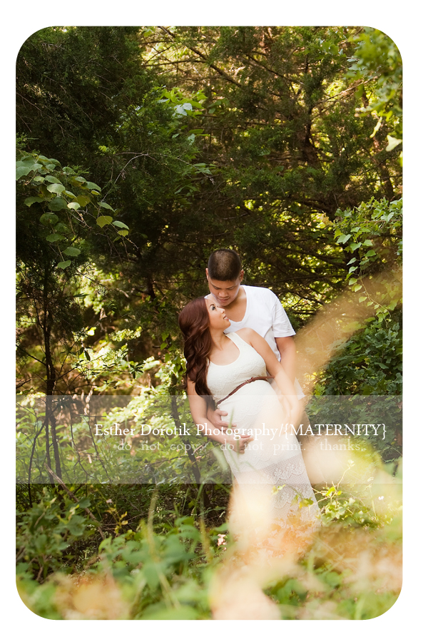 outdoor-maternity-photography-session-of-couple-taken-by-Dallas-maternity-photographer