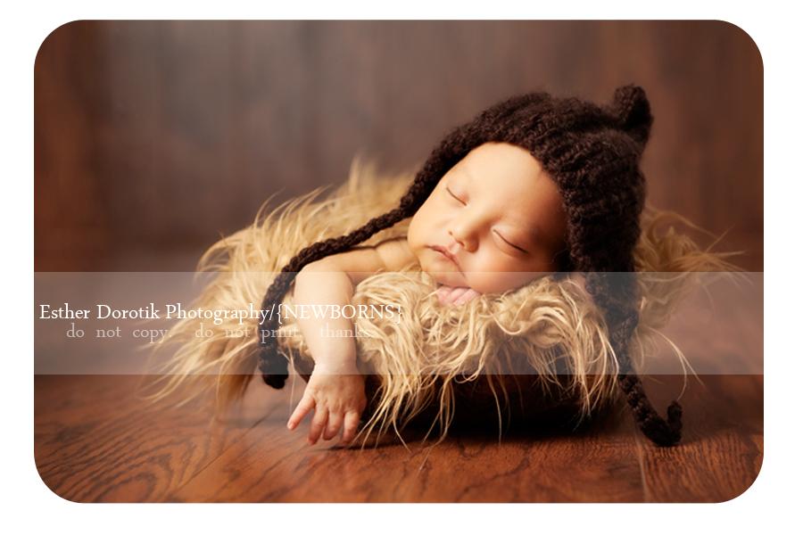 Dallas-baby-photographer-captures-newborn-with-hat-in-fur