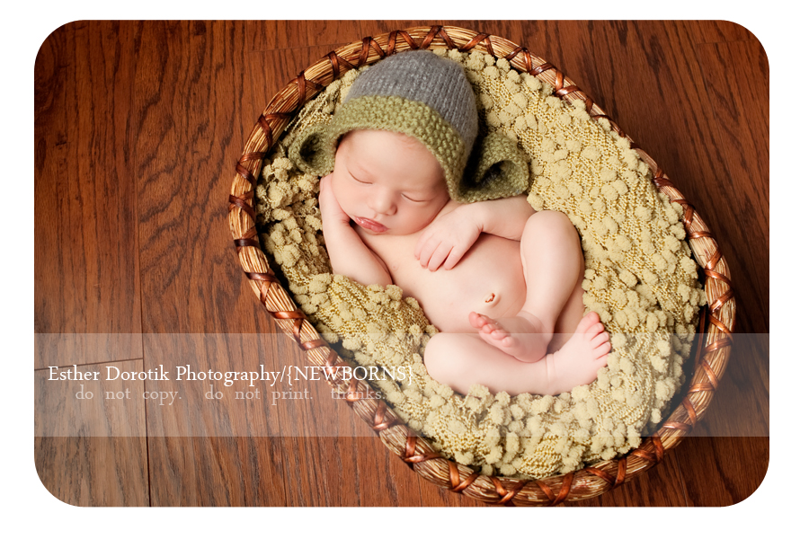 Dallas-photograph-of-baby-boy-with-hat-laying-on-green-blanket