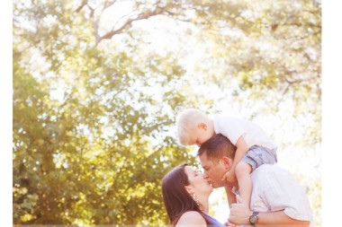 expecting-photographer-captures-family-outdoor-maternity-session-in-Flower-Mound