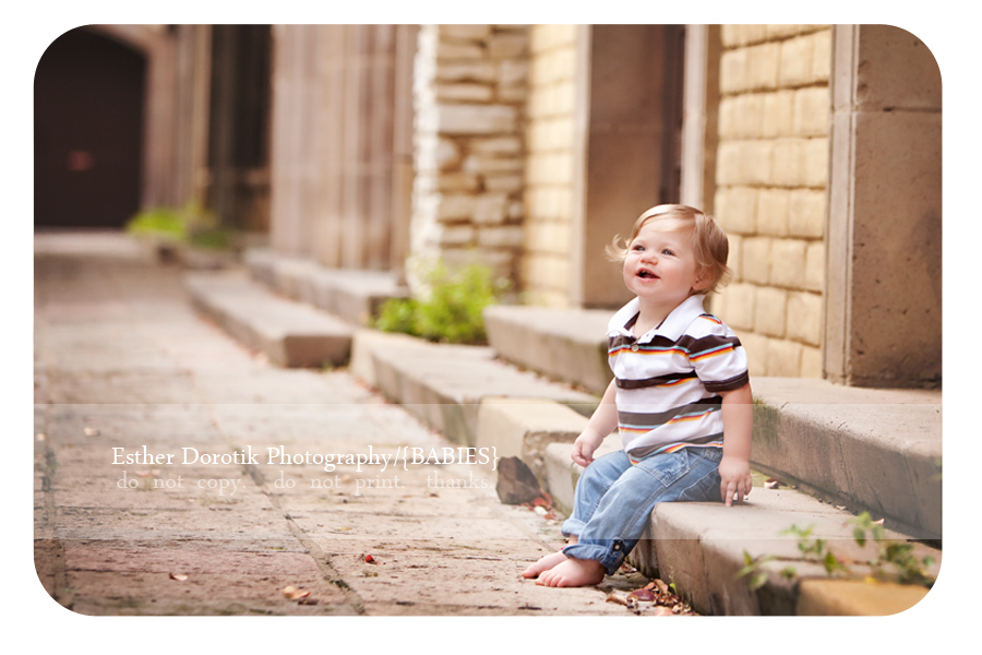 Las-colinas-La-Mandalay-canal-portrait-of-boy-sitting-on-stairs-taken-by-Dallas-photographer