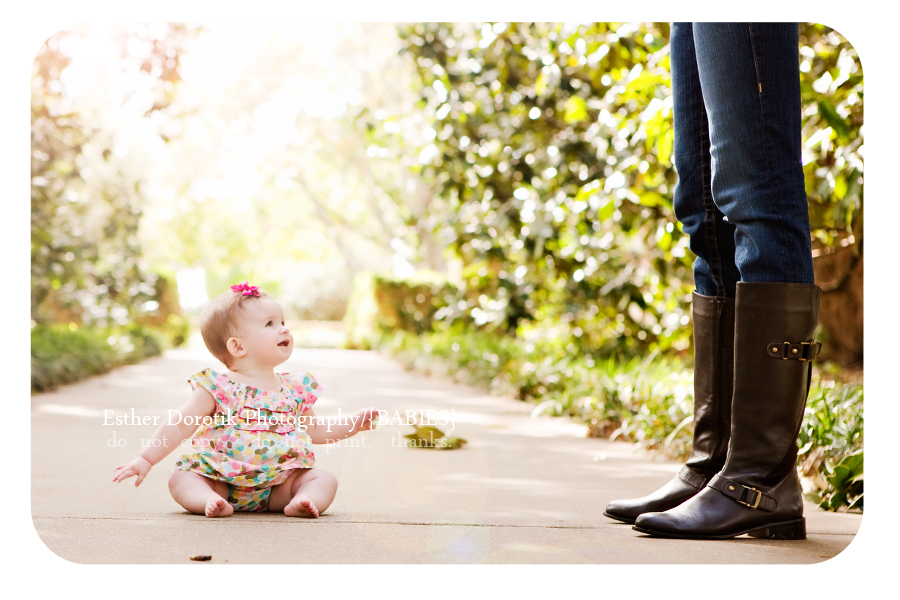 Dallas-family-photographer-captures-baby-looking-up-at-mom-at-Dallas-arboretum