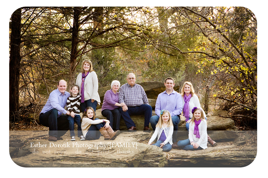 Dallas-extended-family-photographer-captures-three-generations-in-rock-setting