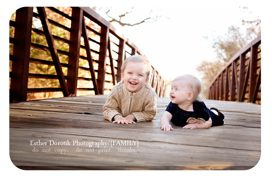sibling-photography-of-baby-girl-and-child-laying-on-bridge-by-Plano-photographer
