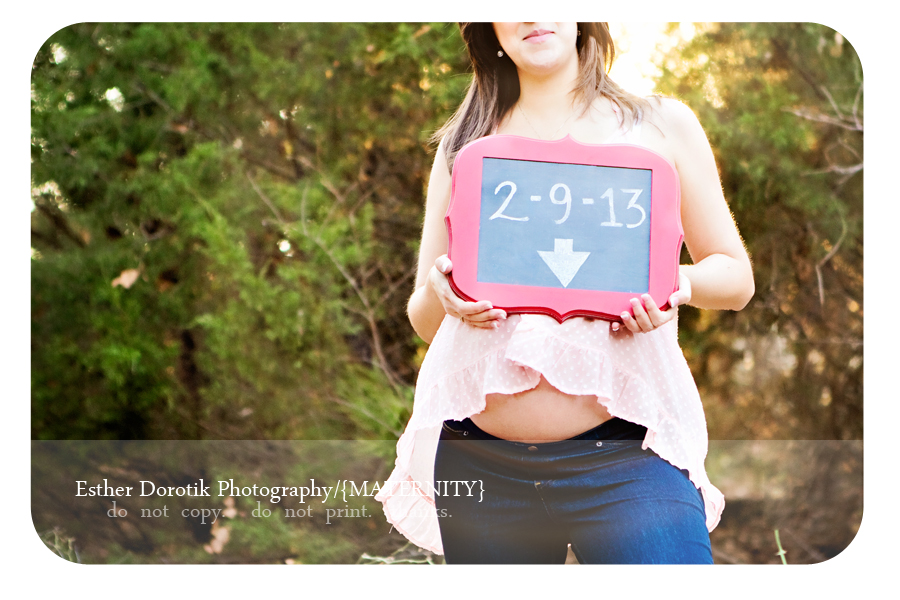 Dallas-newborn-and-maternity-photographer-captures-pregnancy-in-unique-ways-using-chalkboard