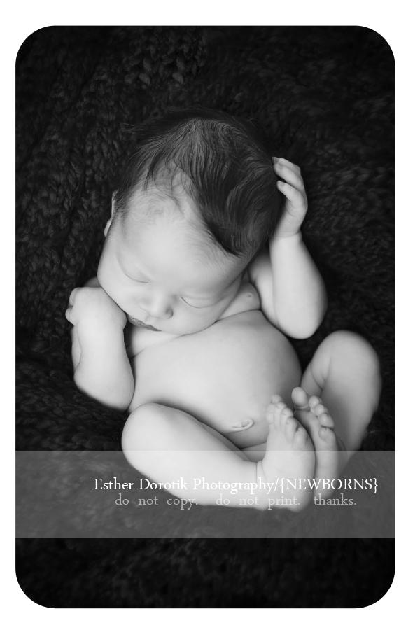 dramatic-black-and-white-newborn-photo-by-Plano-newborn-baby-photography