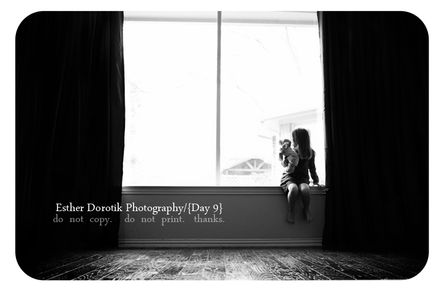lifestyle-black-and-white-photo-of-little-girl-sitting-in-window