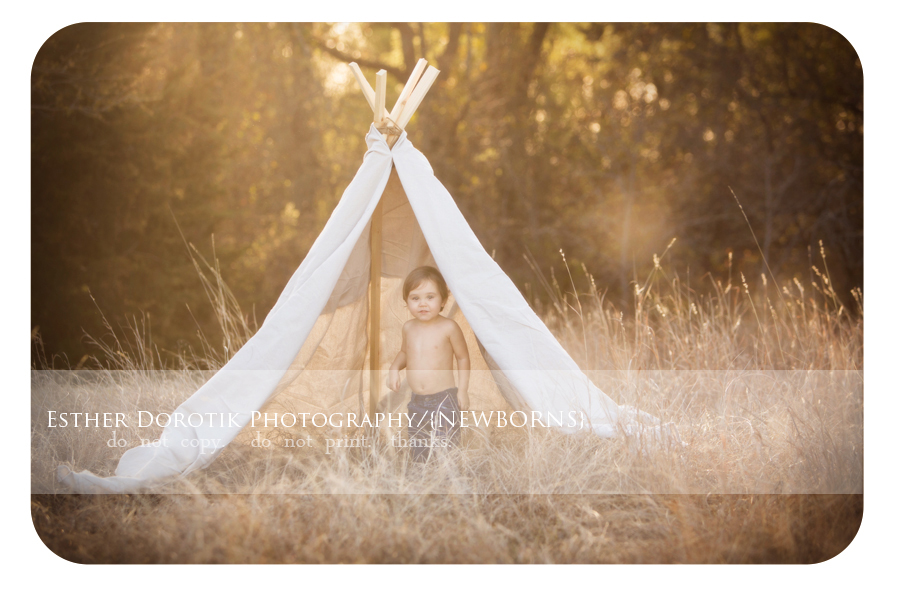 Dallas-stylized-photography-session-with-teepee-at-sunset-in-field