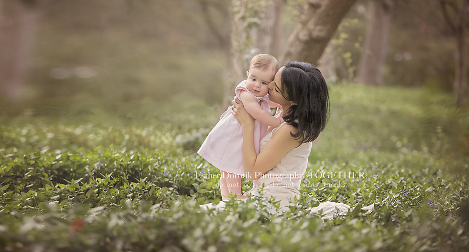 sweet-picture-of-mom-kissing-her-baby-baby-girl-while-sitting-in-ivy-by-Dallas-photographer